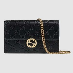 Gucci crossbody wallet!!